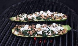 gevulde courgette op de bbq recept feta champignons big green egg bge vegetarisch