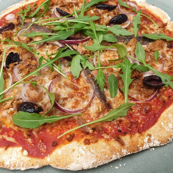 glutenvrije pizza recept met tonijn rucola ansjovis pizza kaas