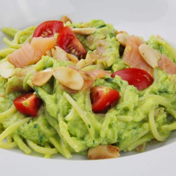 Courgetti met zalm en avocado courgette spaghetti recept gezond