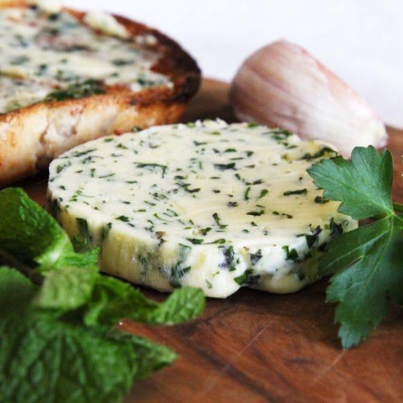 Kruidenboter met knoflook peterselie munt boter roomboter zelf maken recept