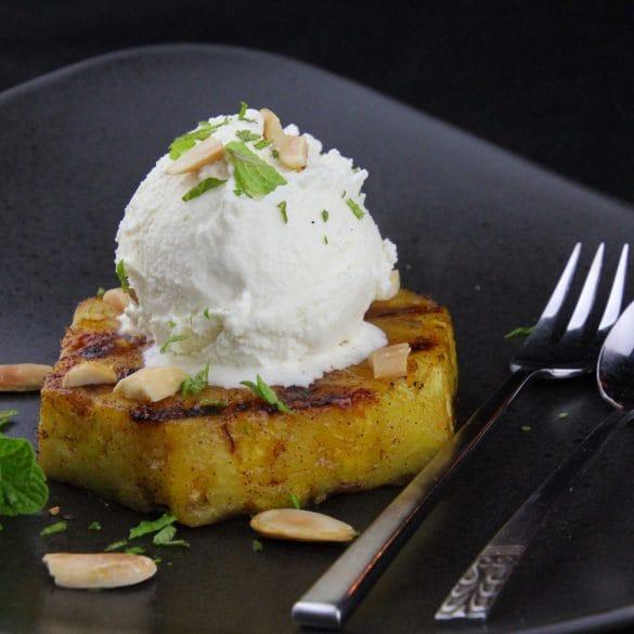 Gemarineerde gegrilde ananas van de BBQ grillen Big Green Egg recept recepten