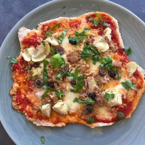 Glutenvrije pizza met tonijn zonder gluten pizza bodem
