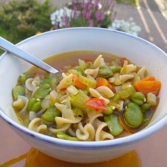 Lente minestronesoep met pasta groenten minestrone mr and ms in the kitchen soep