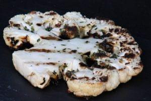 Bloemkoolsteak van de BBQ vegetarisch recept vega bloemkool grillen