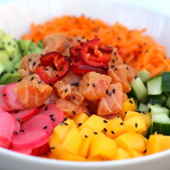 pokébowl met zalm maken recept zelf hoe maak je gemarineerde zalm mango komkommer avocado sushi rijst mr and ms in the kitchen