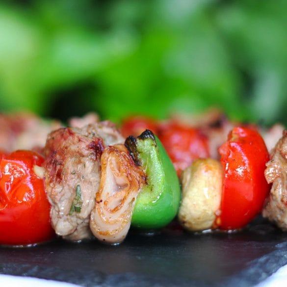 Lam Shashlik van de Big Green Egg met lamsvlees van de BBQ recept Mr and ms in the kitchen lamsvlees lam