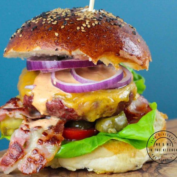 je eigen cheeseburger maken zelfgemaakt zelf maken kaas kaasburger burger hamburger BBQ Big Green Egg recept kamado mr and ms in the kitchen