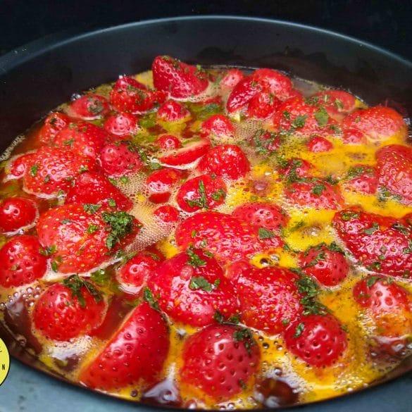 Aardbeien van de BBQ Big Green Egg barbecue kamado recept dessert nagerecht toetje toetjes sinaasappel munt