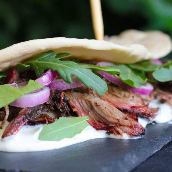Broodje pulled lamb bbq kamado big green egg recept mr and ms in the kitchen lamsvlees