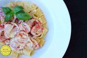 pasta met tomaat en pesto mr and ms in the kitchen