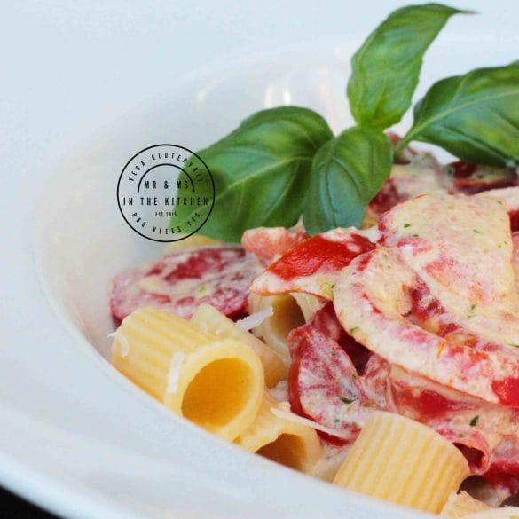 pasta met tomaten en perstoroom pesto room tomaat Italiaans Italië mr and ms in the kitchen