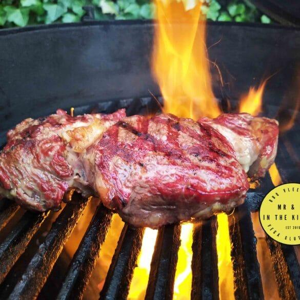 Ribeye indirect op de BBQ Big Green Egg Kamado barbecue rib eye rundvlees indirect end sear