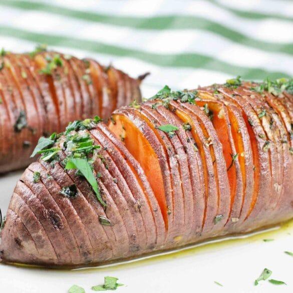 hasselback zoete aardappel van de BBQ Big Green Egg barbecue kamado recept aardappels aardappel